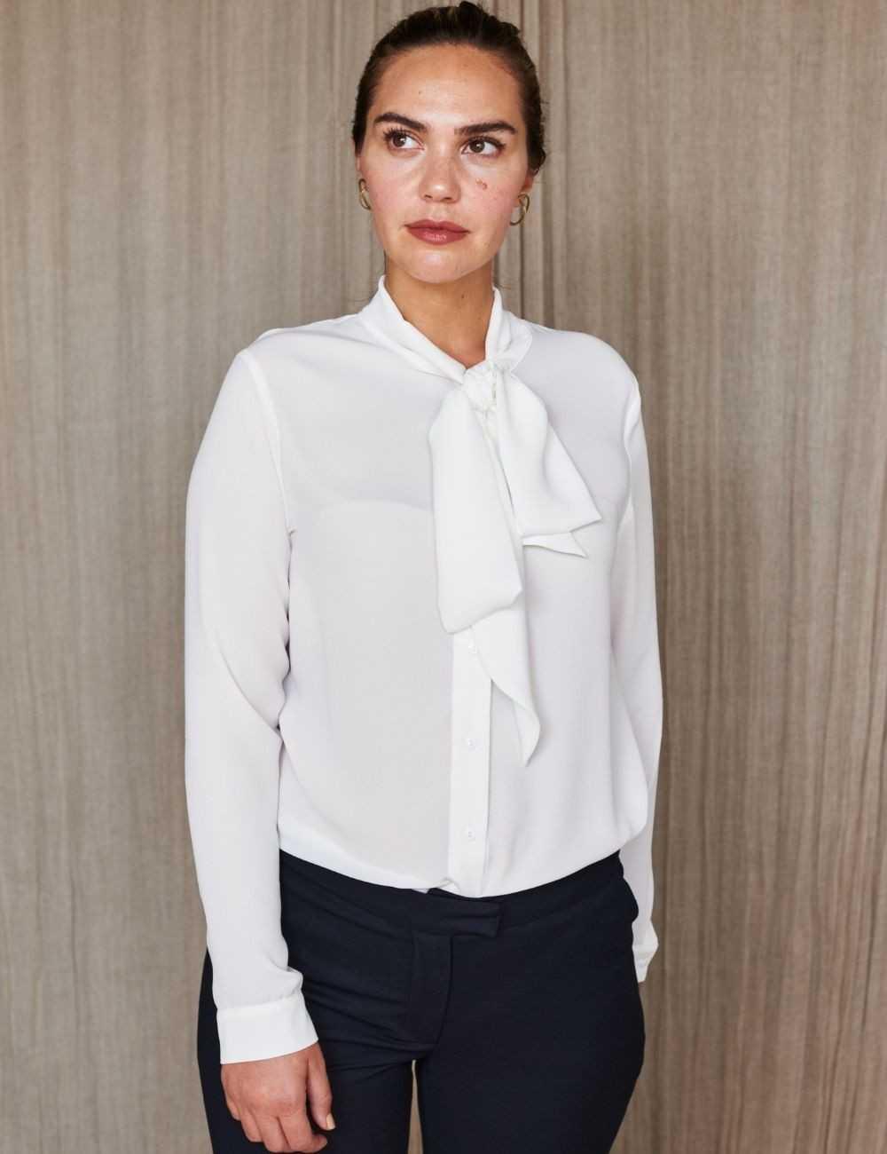 Chemise femme blanche à manches longues et col cravate