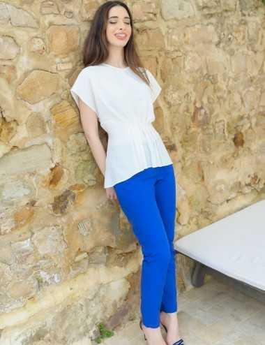 Pantalon fitté bleu roi avec élastique au dos