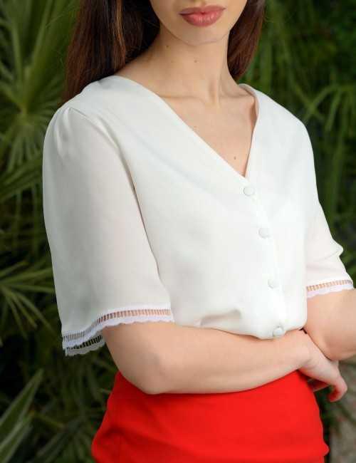 Chemise blanche demi-manches col V
