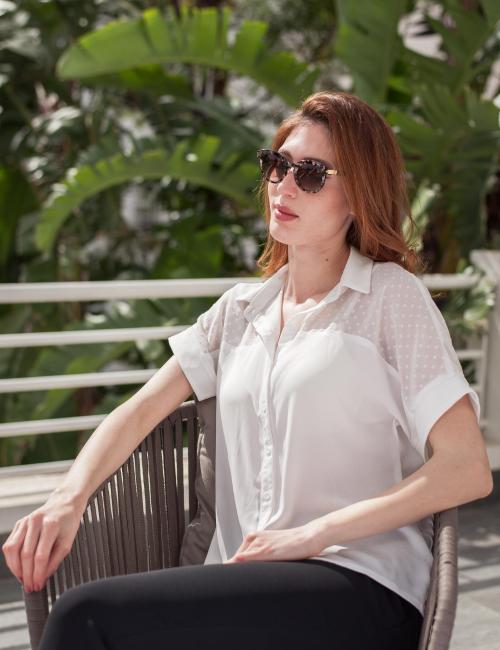 chemise blanche à motifs